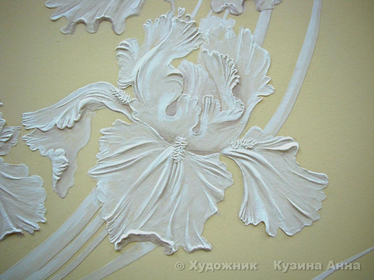 Барельеф цветка на стене фото