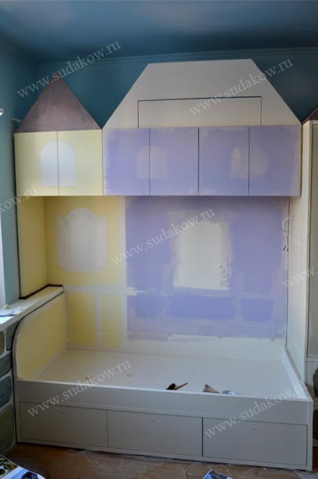 нанесение красок на детскую мебель
