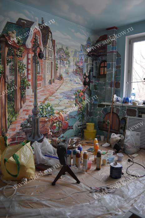фото комнаты в процессе работы над росписью стен творческий беспорядок