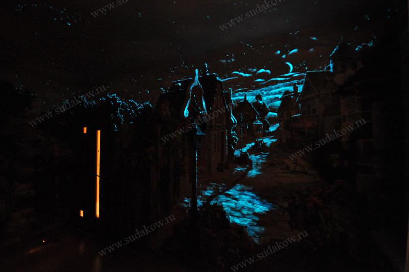 Роспись стен детской красками светящимися в темноте